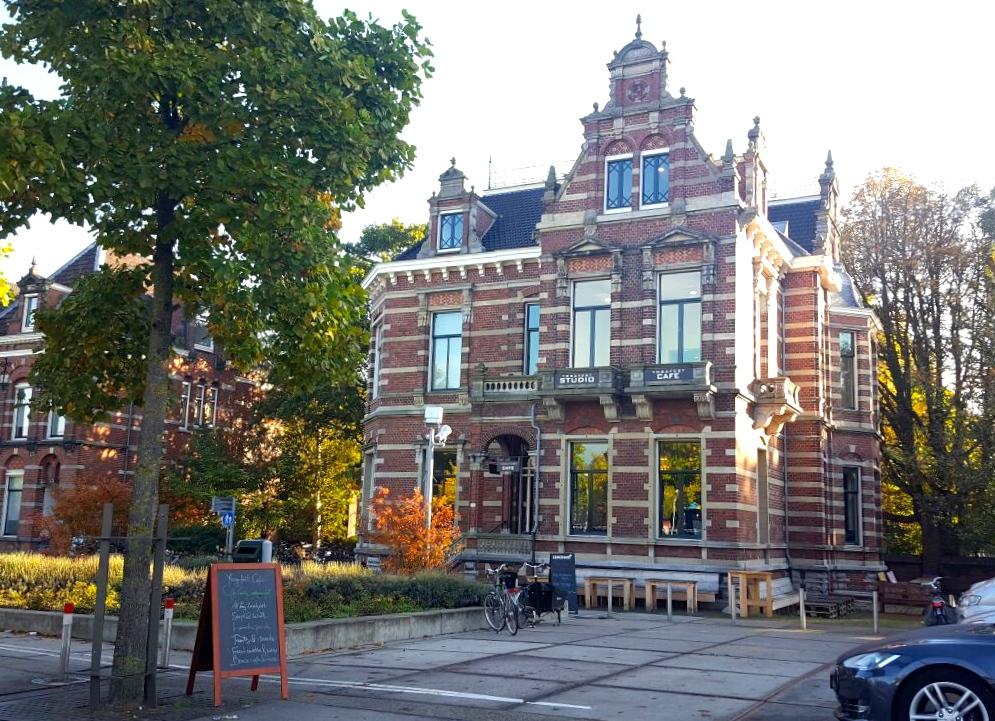Yogafeest in een Amsterdamse villa